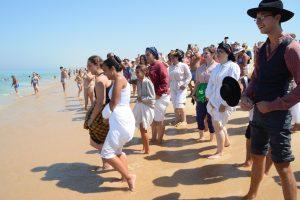Festa de São Romão: calças e saias arregaçadas voltam a recriar tradição na Costa de Santo André