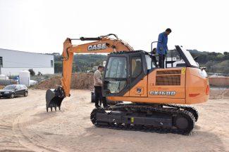 Câmara adquire nova escavadora hidráulica e assegura maior agilidade em obra